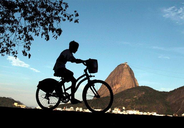 Roteiros espertos para desbravar as  belezas do Rio de Janeiro de bike