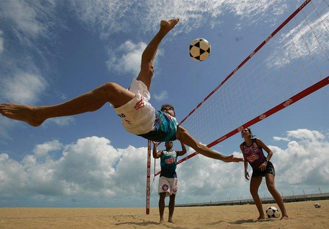 O futevôlei é uma ótima opção para quem quer entrar em forma se divertindo nas praias cariocas