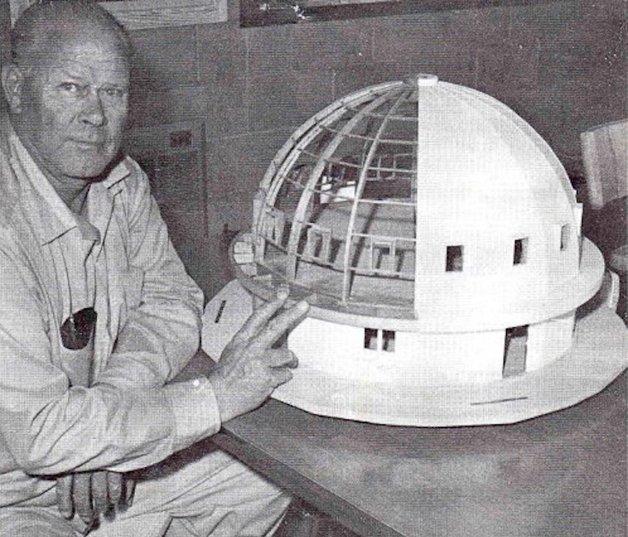George Van Tassel e um modelo do seu Integratron