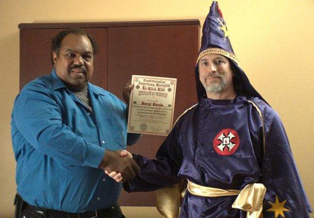 Este homem negro americano já converteu mais de 200 membros da KKK usando uma arma poderosa: a amizade