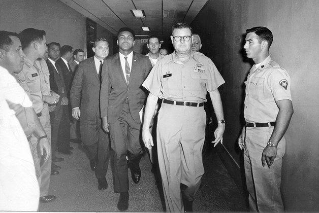 Muhammad Ali após se recusar a ir à Guerra do Vietnã