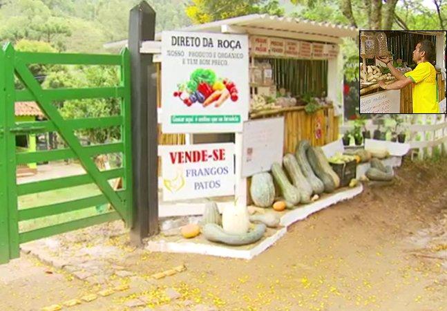 Essa barraca de produtos orgânicos em Delfim Moreira (MG) não tem vendedor; a confiança basta
