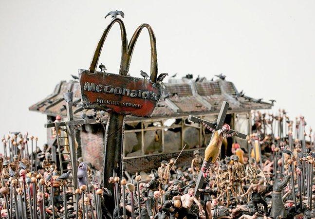 Artistas criam série misturando McDonald's e o nazismo em um pesadelo pós-apocalíptico infernal