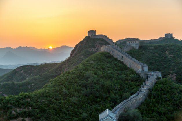 Nascer do sol na Muralha da China, onde o casal passou uma noite