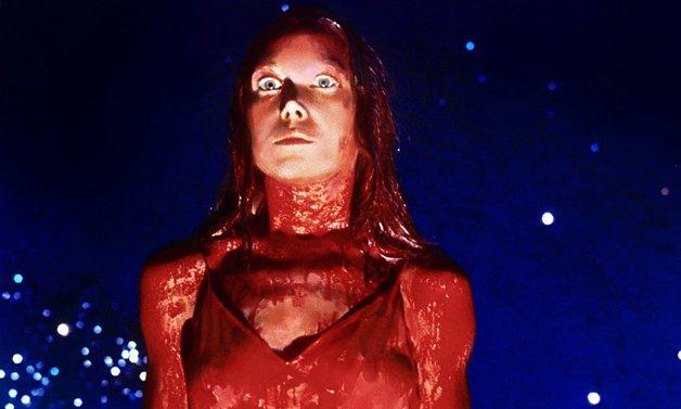 Cena do filme 'Carrie, a estranha'
