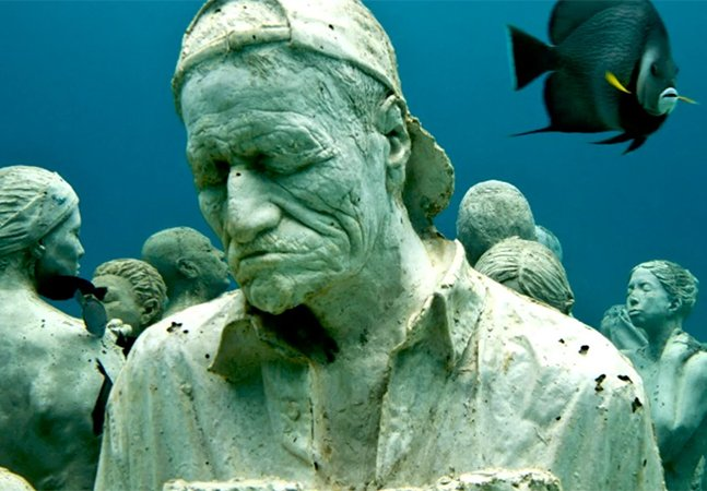 Artista cria incríveis e assustadoras estátuas submersas para ajudar a salvar recifes de coral