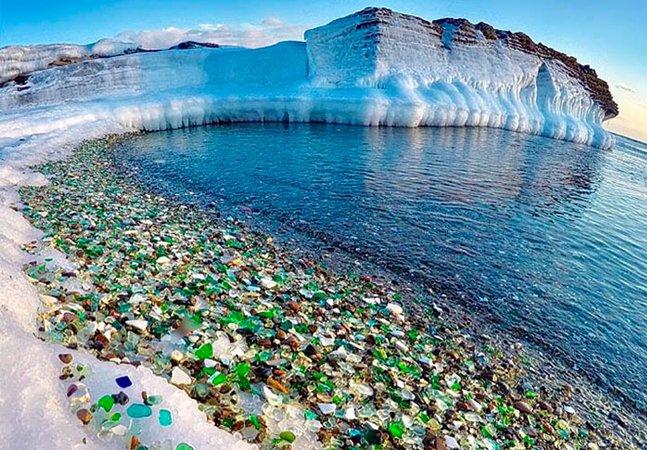 Uma das praias mais interessantes do mundo foi formada por lixo