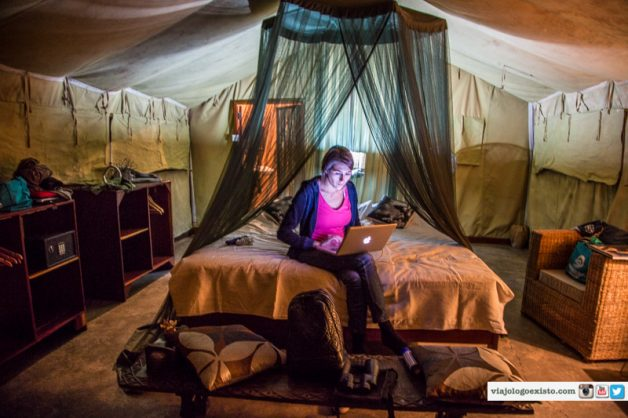 Rachel em tenda na Zâmbia