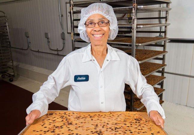 """Essa padaria contrata qualquer pessoa que pedir emprego (e se tornou uma das mais """"chiques"""" de NY)"""
