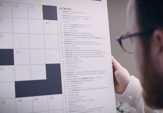 Eles usam palavras cruzadas e perguntas impossíveis de responder pra alertar pra doença de Alzheimer