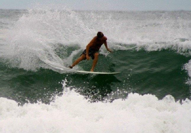 Praias e escolas de surf no litoral paulista para quem quer começar a praticar