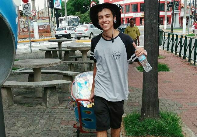 Garoto vende 'geladinho' nas ruas pra não sobrecarregar os pais quando se mudar pra fazer faculdade em SP