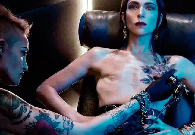 Ela decidiu exibir as cicatrizes de sua dupla mastectomia para encorajar outras mulheres