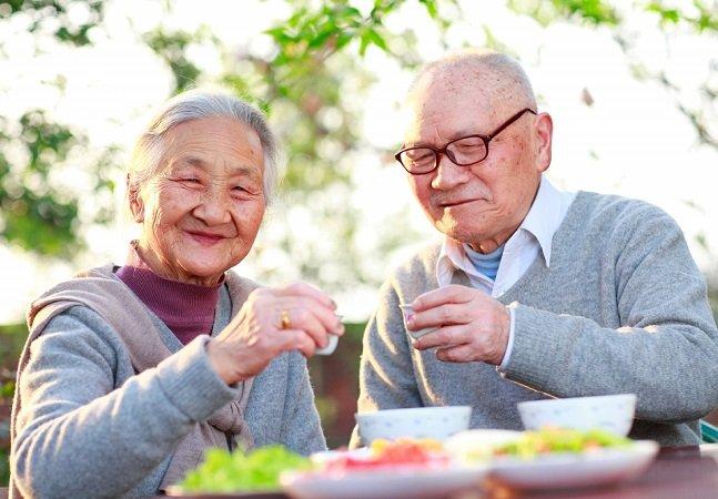 Pesquisadores vão até à cidade com mais pessoas acima de 100 anos e contam os 10 mandamentos da felicidade