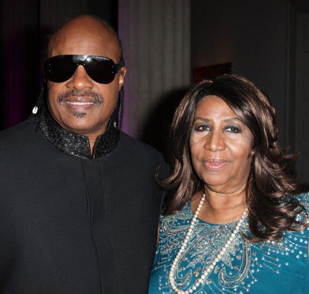 A cantora com Stevie Wonder