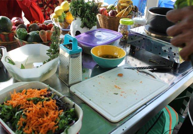Livro que reúne práticas culinárias e 'receitas doadas' por pessoas comuns ganha download gratuito