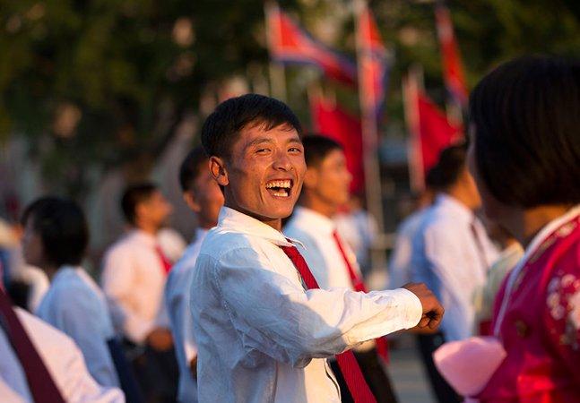 Ele retratou norte-coreanos sorrindo para romper mitos e preconceitos