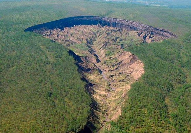 A impressionante cratera de Batagaika, na Sibéria, é um alerta contra o desmatamento
