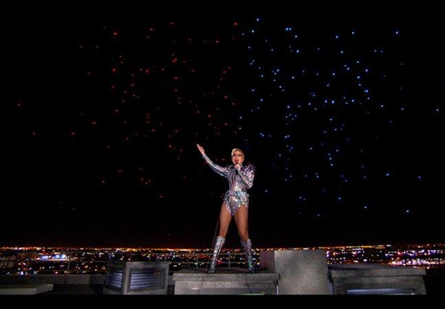 Drones realizam show à parte na apresentação de Lady Gaga no Super Bowl