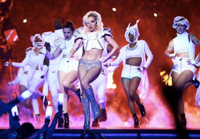 Lady Gaga responde da melhor forma a comentários sobre seu corpo depois do show no Super Bowl