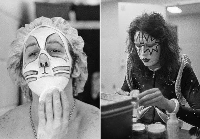 Fotos raras dos bastidores do Kiss mostram eles mesmos fazendo as maquiagens antes dos shows