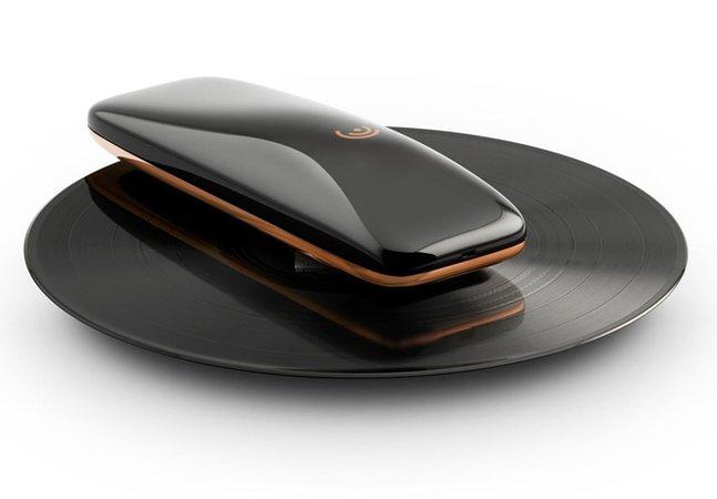 A vitrola do futuro quer transformar a experiência de ouvir um disco de vinil