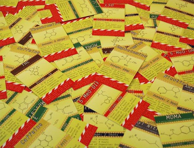 Nas casas amarelas, o jogador precisa medir e ingerir uma quantidade de certa droga