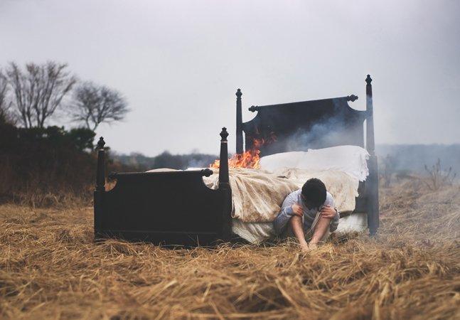 Fotógrafo com paralisia do sono transforma seus piores pesadelos em imagens poderosas