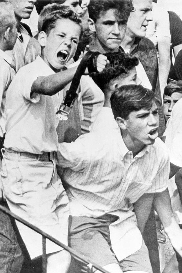 Protesto por conta da mudança de uma família negra para o bairro majoritariamente branco, na Pensilvânia, em 1963