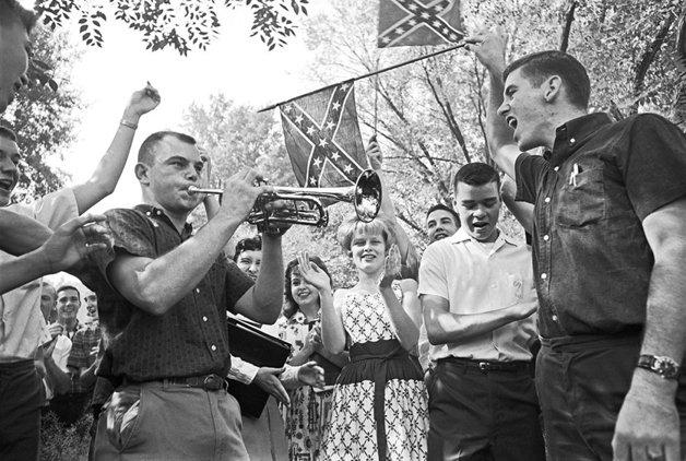 Protesto contra a integração racial em uma escola no Alabama, em 1963