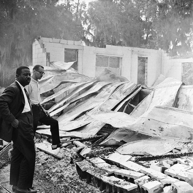 Inspeção em igreja explodida em bairro negro