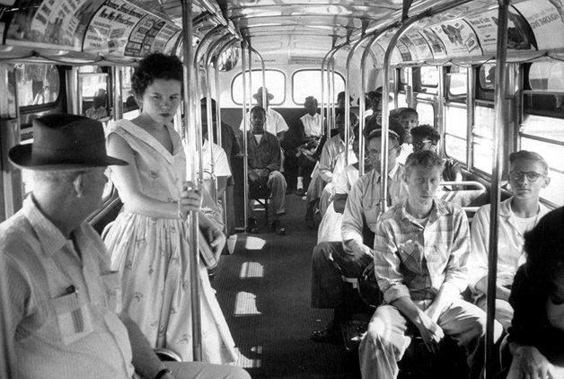 População negra restrita ao fundo dos ônibus na Carolina do Sul, em 1956