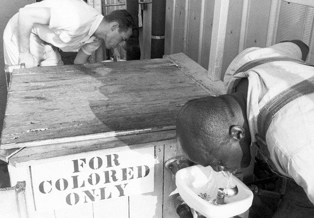 Imagens de quando a segregação racial era legal nos EUA lembram a importância de combater o racismo