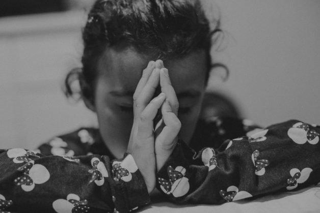 Ana Laura faz oração antes de dormir