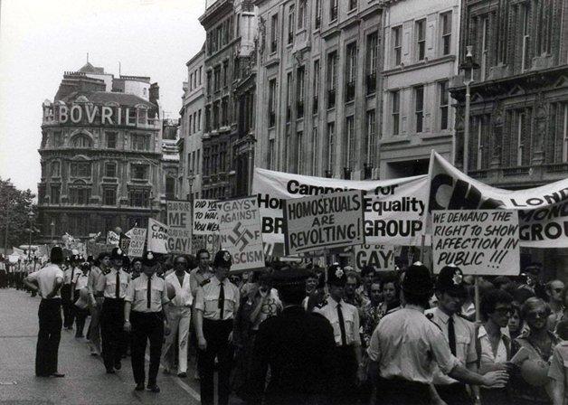 A primeira Marcha do Orgulho Gay na Inglaterra, em 1972