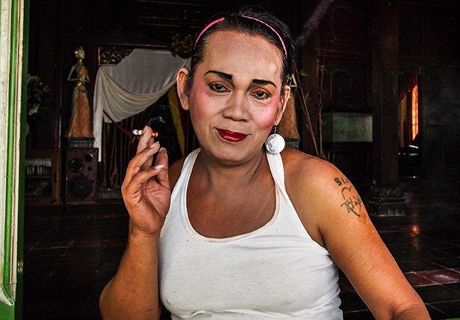 Fotógrafo lança olhar poderoso sobre as waria, a comunidade de mulheres transgênero na Indonésia