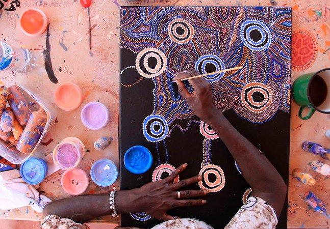 Projeto ajuda a difundir arte aborígene australiana com foco na ética e no fortalecimento comunitário