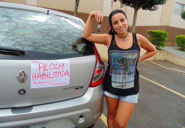 Após tirar carteira, curitibana coloca cartaz no carro pedindo paciência e o resultado é maravilhoso