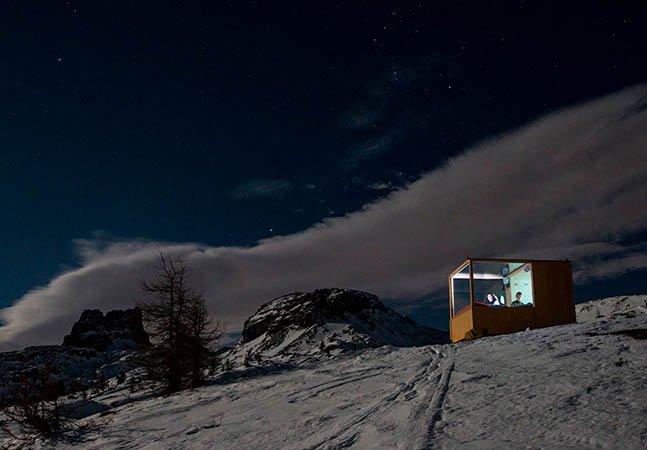 Este quarto maravilhoso permite passar a noite nas montanhas e na companhia das estrelas