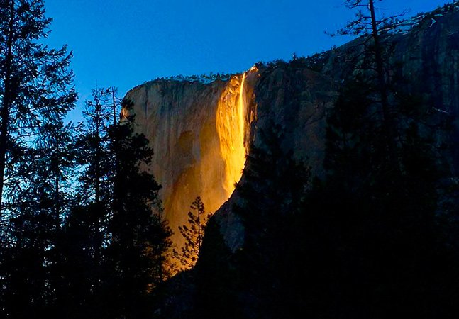 """Em fevereiro visitantes podem apreciar o belo pôr-do-sol na """"cascata de fogo"""" de Yosemite"""