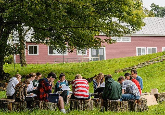 Conheça a 'Escola da Montanha', onde os alunos aprendem ao ar livre em contato com a natureza