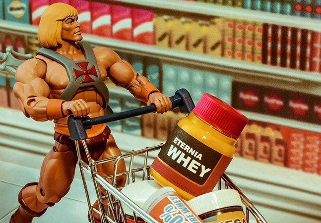 Brasileiros retratam cenas clássicas de cinema e quadrinhos com incríveis fotografias de brinquedos