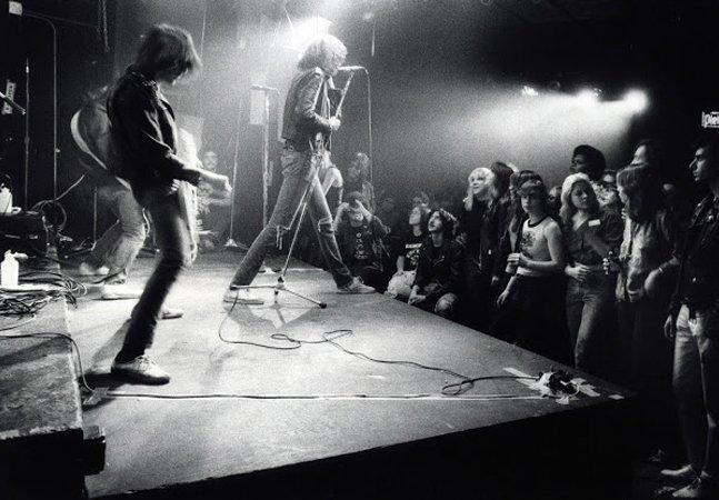 Incríveis fotos dos primórdios da cena punk de Nova York no CBGB nos anos 1970
