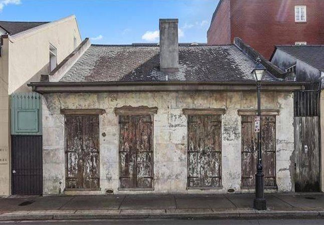 A incrível casa que já foi de Lenny Kravitz e que de fora parece uma coisa muito diferente do que é por dentro