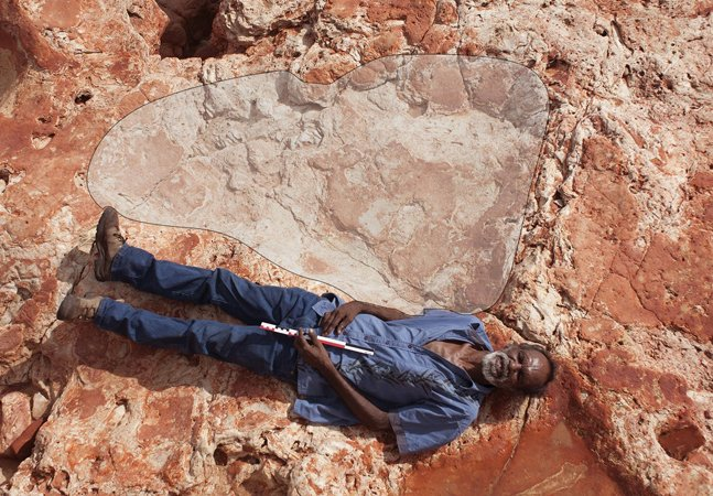 A maior pegada de dinossauro do mundo foi encontrada na costa da Austrália