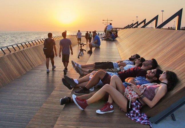 Arquitetos criam ponte que funciona também como mirante para ver o pôr do sol