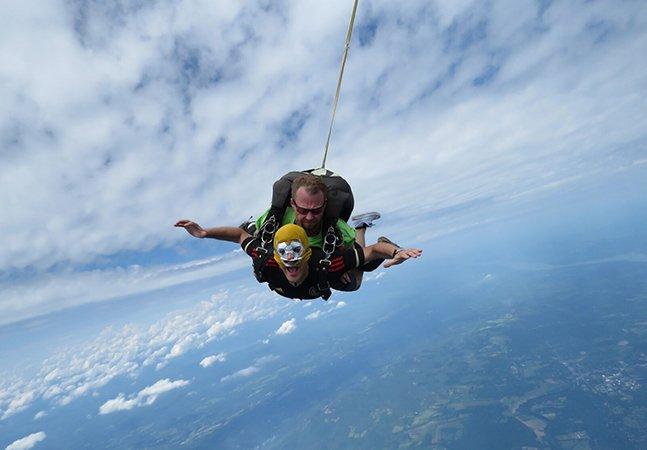 Jovem conta como é saltar de um avião quando se tem pânico de alturas
