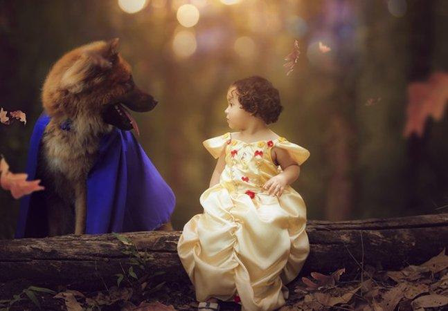 Bebê de um ano e cachorro protagonizam ensaio surrealmente fofo na pele de 'A Bela e a Fera'