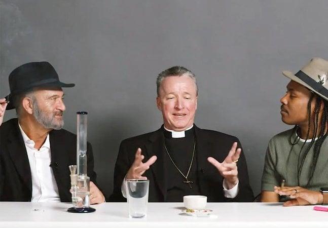 [Vídeo] O que podemos aprender com o padre, o rabino e o homossexual ateu que fumaram maconha juntos