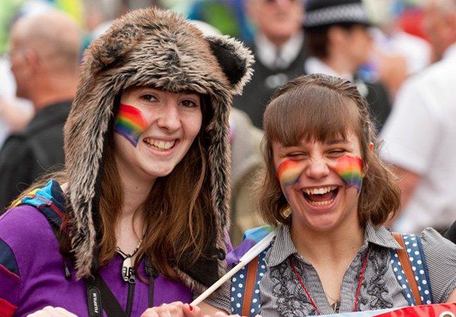 Pesquisa revela que menos da metade da geração Z se declara 100% heterossexual